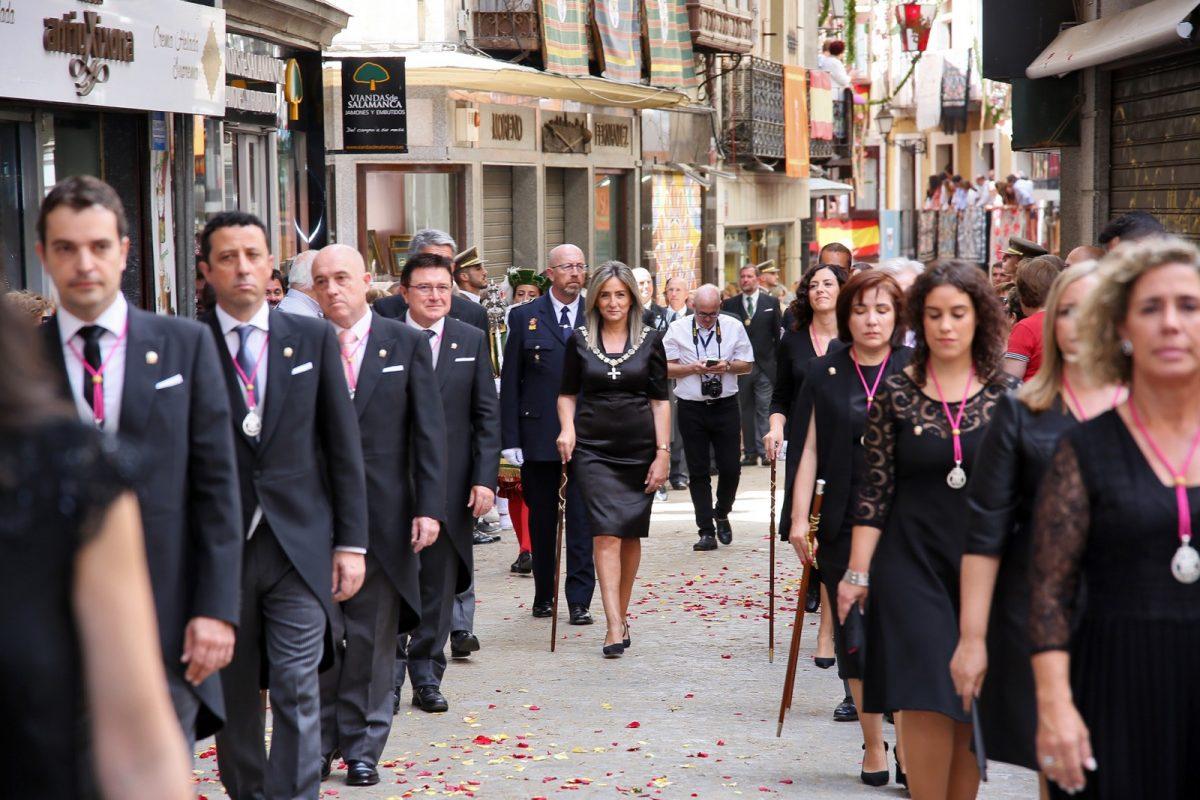 https://www.toledo.es/wp-content/uploads/2019/06/20_corpus_procesion-1200x800.jpg. La alcaldesa Toledo encabeza la representación municipal en la Misa y Procesión del Corpus Christi