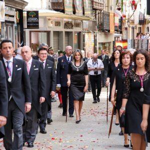 a alcaldesa Toledo encabeza la representación municipal en la Misa y Procesión del Corpus Christi