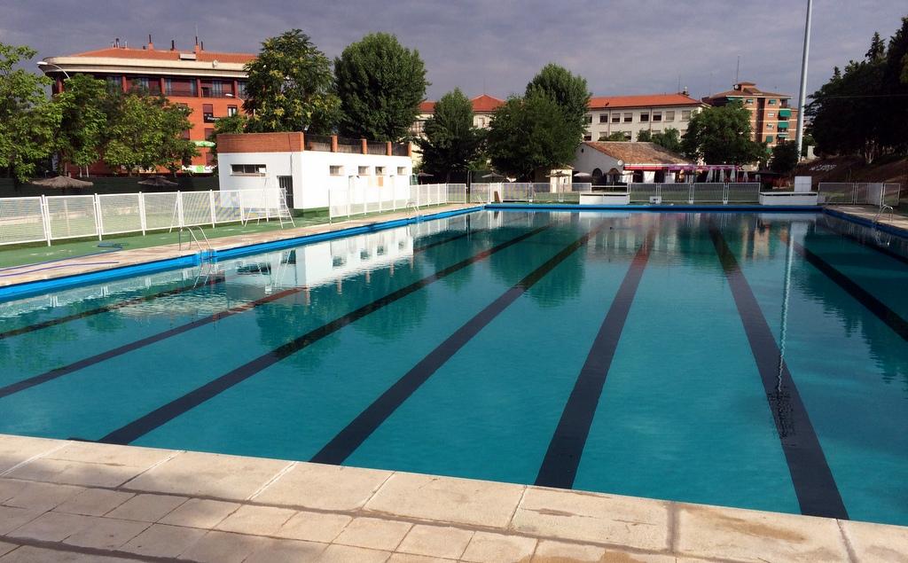 http://www.toledo.es/wp-content/uploads/2019/06/foto-piscina-escuela-gimanasia.jpg. El Ayuntamiento ha invertido más de 60.000 euros en las piscinas municipales de verano, cuya temporada comienza este sábado