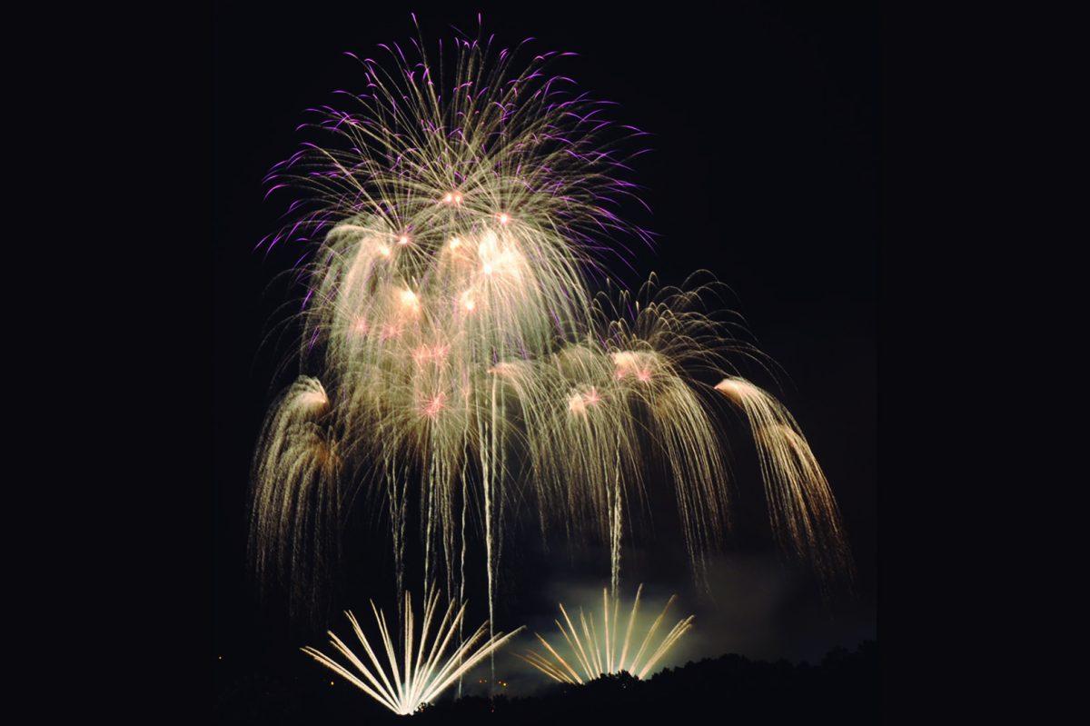 http://www.toledo.es/wp-content/uploads/2019/06/fuegos_artificiales-1200x799.jpg. Espectáculo de Fuegos Artificiales