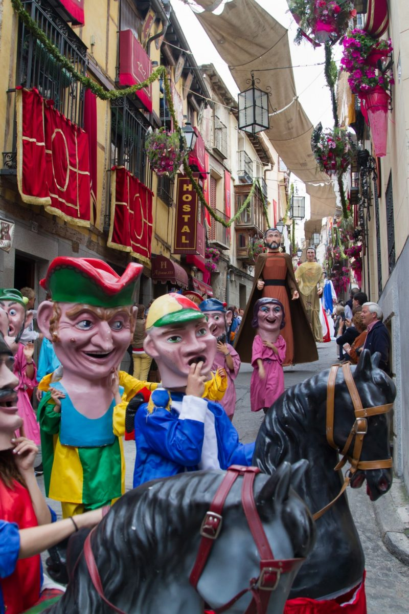 "http://www.toledo.es/wp-content/uploads/2019/06/img_1608-1-800x1200.jpg. Desfile de gigantones y la célebre ""Tarasca"""