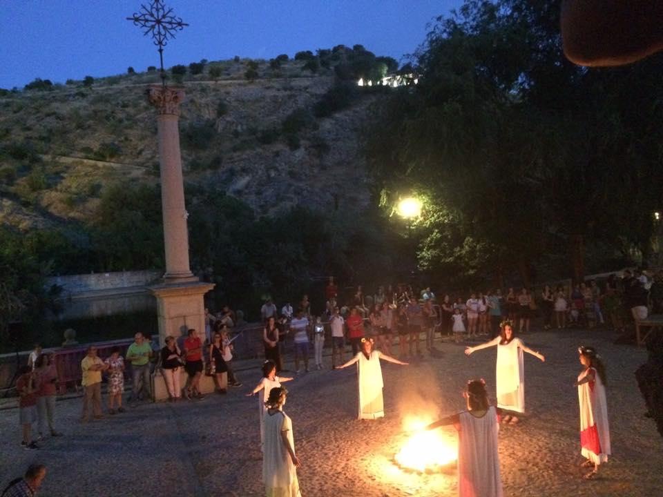 http://www.toledo.es/wp-content/uploads/2019/06/noche-de-san-juan-1.jpg. Toledo celebra la Noche de San Juan con un espectáculo de rituales mágicos en el Casco y 'La Hoguera de los Cuentos' en el Polígono