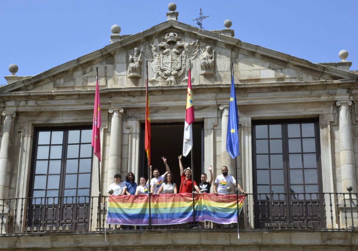 http://www.toledo.es/wp-content/uploads/2019/06/presentacion-toledo-entiende-01-1200x842.jpg. Toledo celebra la Semana del Orgullo LGTBI con actividades formativas, festivas y reivindicativas como la marcha del sábado
