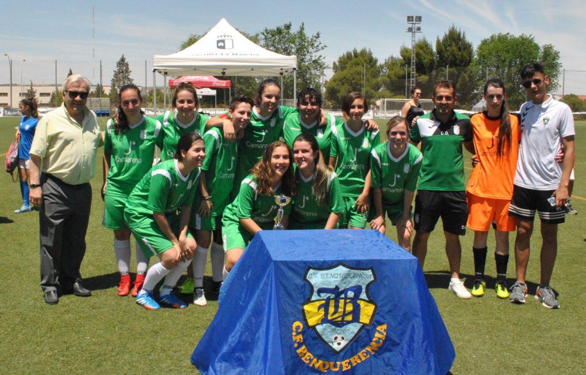 http://www.toledo.es/wp-content/uploads/2019/06/trofeos-copa-plata-01-1200x768.jpg. El Ayuntamiento participa en la entrega de trofeos de la Copa de Plata de Fútbol Femenino con la que culmina el X Torneo Corpus
