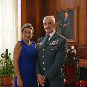 a alcaldesa reconoce la labor del general de la Guardia Civil al frente de la jefatura regional y le desea éxitos en su nuevo destino