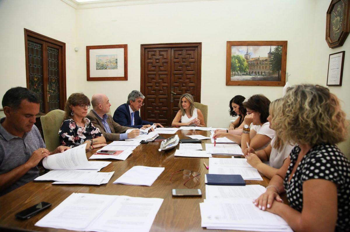 http://www.toledo.es/wp-content/uploads/2019/07/02_junta_gobierno-1200x795.jpg. La Junta de Gobierno aprueba la adquisición de estanterías móviles con capacidad para 5.500 cajas para el Archivo Municipal