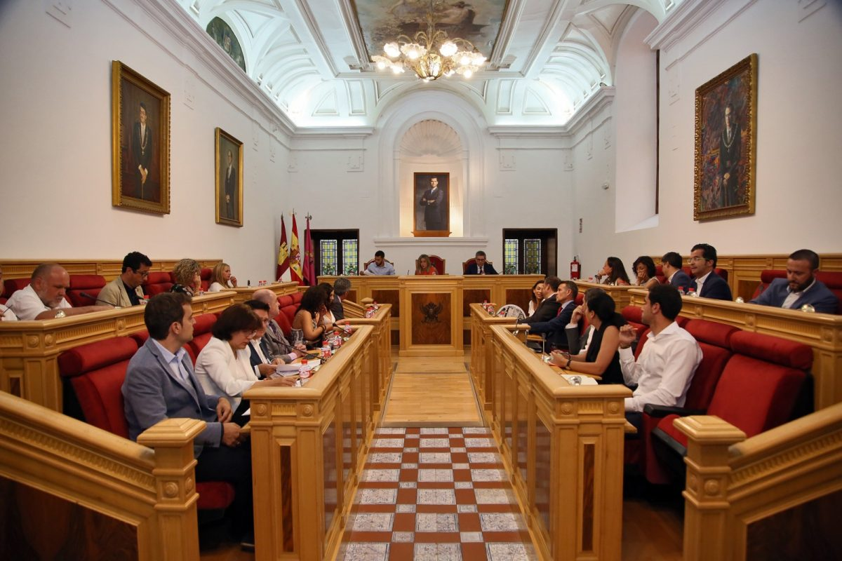 https://www.toledo.es/wp-content/uploads/2019/07/04_pleno_municipal-1200x800.jpg. El Ayuntamiento de Toledo inicia la tramitación para celebrar en 2021 el VIII Centenario del Nacimiento de Alfonso X El Sabio