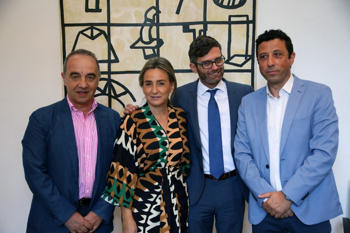https://www.toledo.es/wp-content/uploads/2019/07/05_firma_convenio_plena_inclusion-1200x800.jpg. La alcaldesa firma un convenio con la Fundación Mapfre para que usuarios de Plena Inclusión hagan prácticas en el Ayuntamiento