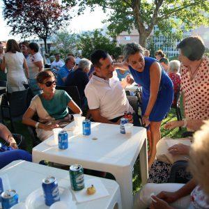 ilagros Tolón asiste a la tradicional fiesta de verano de Apanas interesándose por los proyectos e iniciativas de esta entidad social