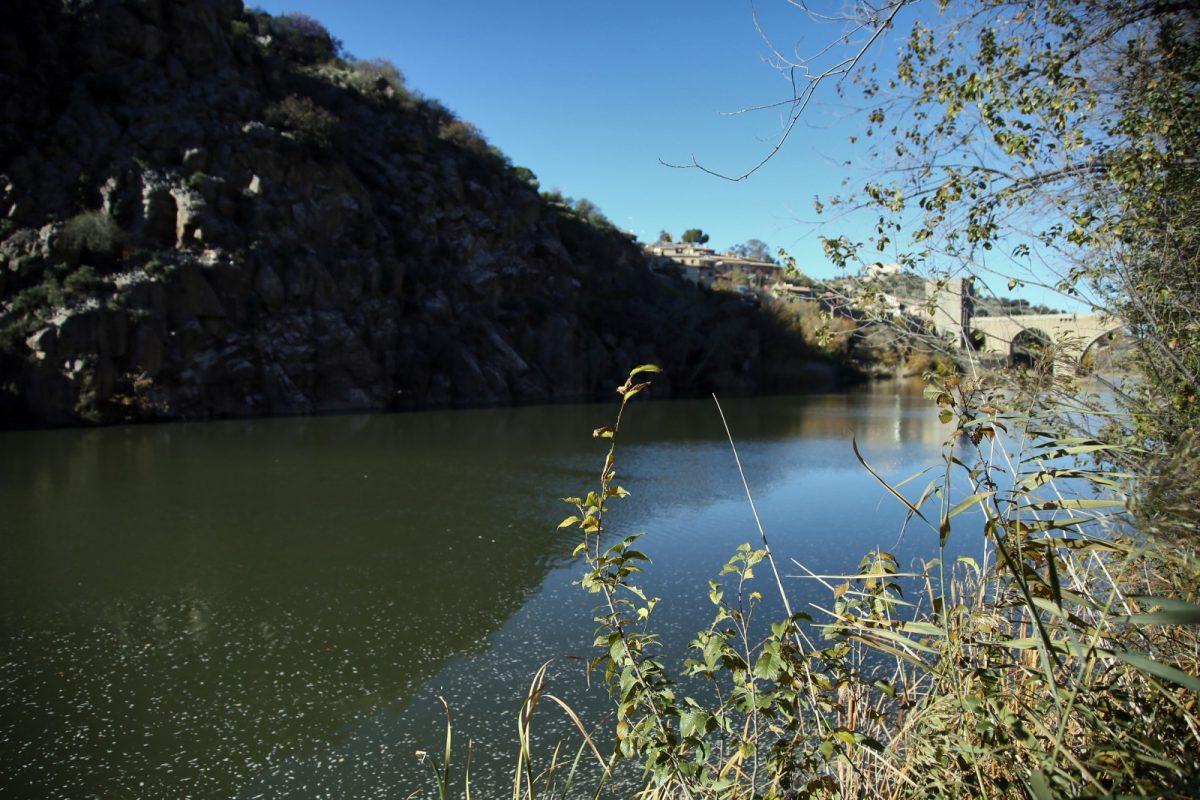 """https://www.toledo.es/wp-content/uploads/2019/07/59d44be0-13e4-4c21-af4b-855926ef2d44-1200x800.jpeg. La alcaldesa rechaza un nuevo trasvase y mantiene que en Toledo """"no vamos a permanecer callados mientras dure este expolio"""""""