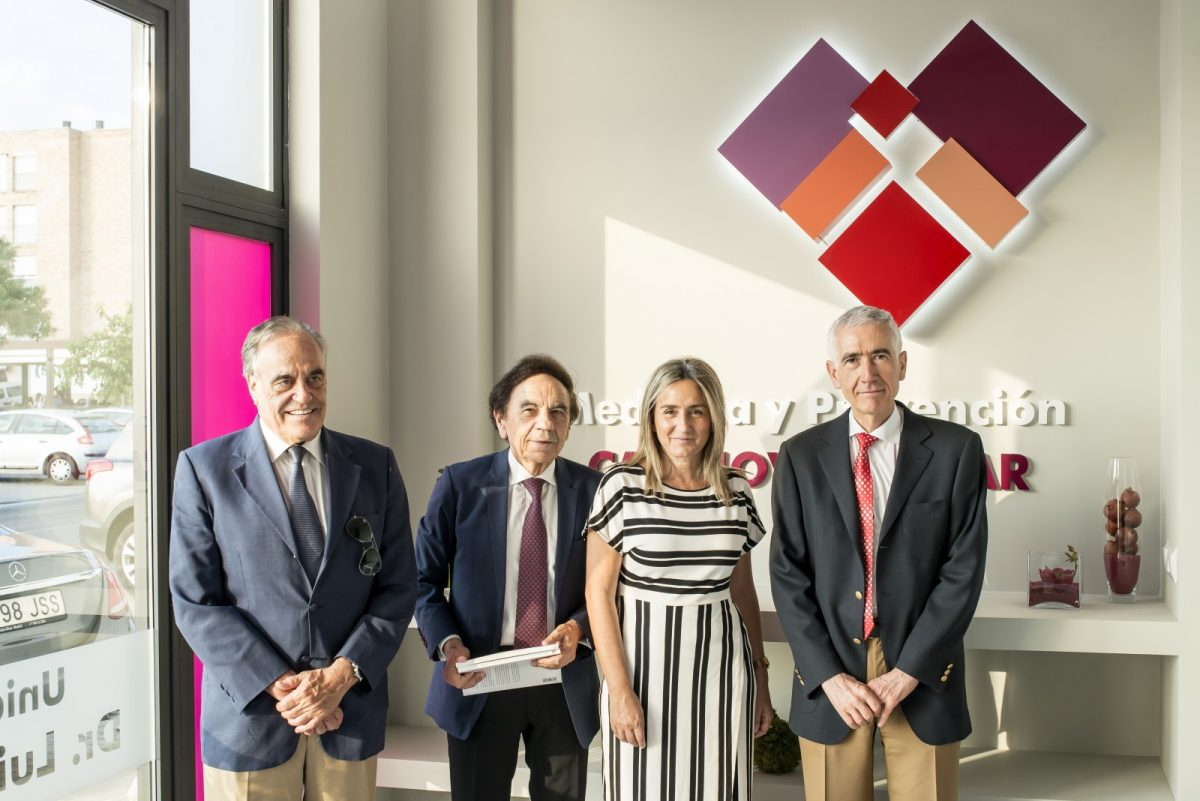 https://www.toledo.es/wp-content/uploads/2019/07/centro-de-cardiologia-1-1200x801.jpg. La alcaldesa acompaña al Doctor Luis Rodríguez Padial en la presentación de su nuevo centro de cardiología en Toledo