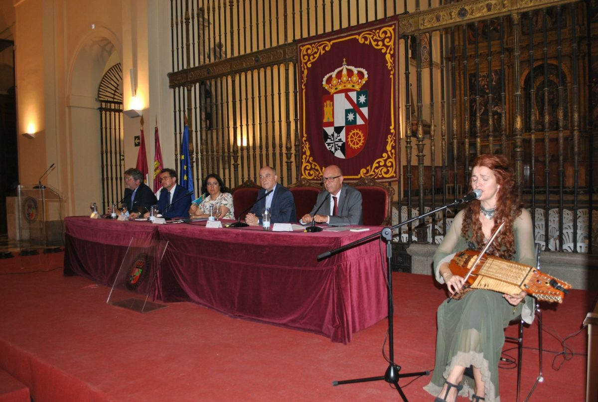 http://www.toledo.es/wp-content/uploads/2019/07/foto-bienvenida-cursos-espanol-1200x806.jpg. El Gobierno municipal da la bienvenida a Toledo a los alumnos de los cursos de español de la Universidad de Castilla-La Mancha