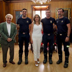 ilagros Tolón se interesa por la recuperación de los bomberos heridos y les traslada la carta de agradecimiento del padre del menor rescatado