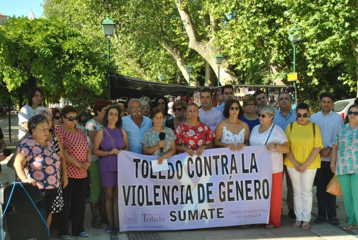 """https://www.toledo.es/wp-content/uploads/2019/08/foto-concentracion-violencia-machista-1200x806.jpg. El Consejo Local de la Mujer reclama a la sociedad toledana que trabaje """"activamente"""" en contra de la violencia machista"""
