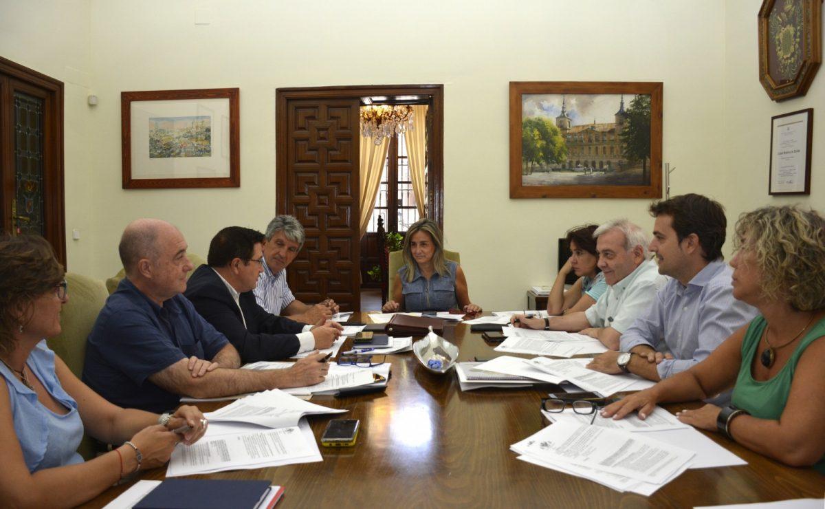 http://www.toledo.es/wp-content/uploads/2019/08/foto-junta-de-gobierno-29-agosto-1200x740.jpg. La Junta de Gobierno concede la licencia a apertura y funcionamiento a Puy du Fou