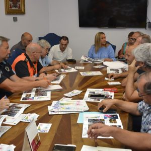 as Casas Consistoriales acogen la reunión de coordinación para planificar el desarrollo las actividades de la Feria y Fiestas de Agosto