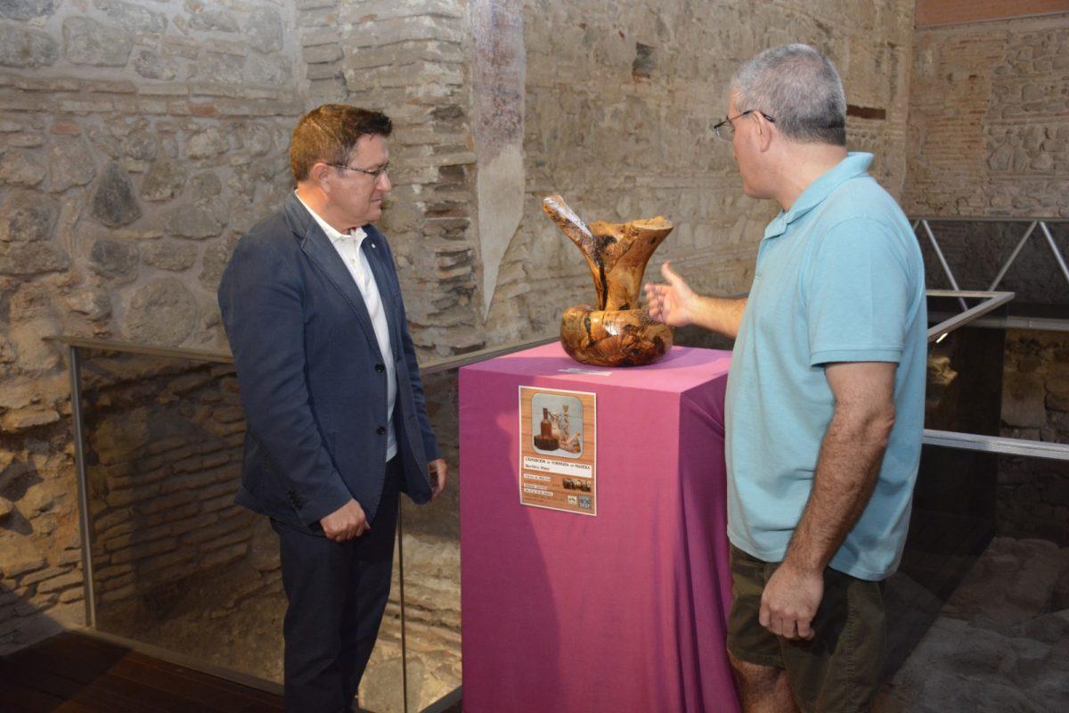 http://www.toledo.es/wp-content/uploads/2019/08/teo-garcia_exposicion-cuevas_1-1200x800.jpg. Toledo acogerá un certamen de talla en madera con motosierra de carácter internacional como actividad del 'Septiembre Cultural'