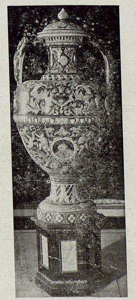 012_TRA-1920-149 - Anfora de dos metros para la exposición de 1920