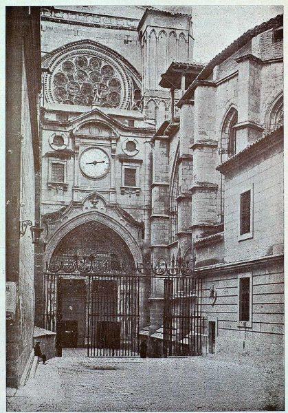 015_TRA-1925-218-Catedral, puerta del Reloj-Foto Clavería