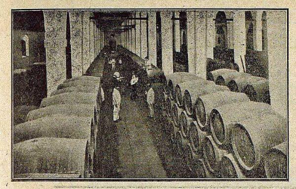 016_TRA-1921-173-Pedro Domecq, una de las bodegas de coñac-01