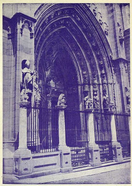 016_TRA-1925-219-Catedral, puerta de los Leones-Foto Rodríguez