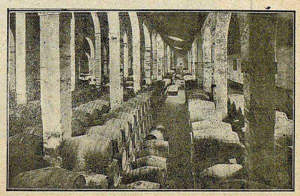 017_TRA-1921-173-Pedro Domecq, una de las bodegas de coñac-02