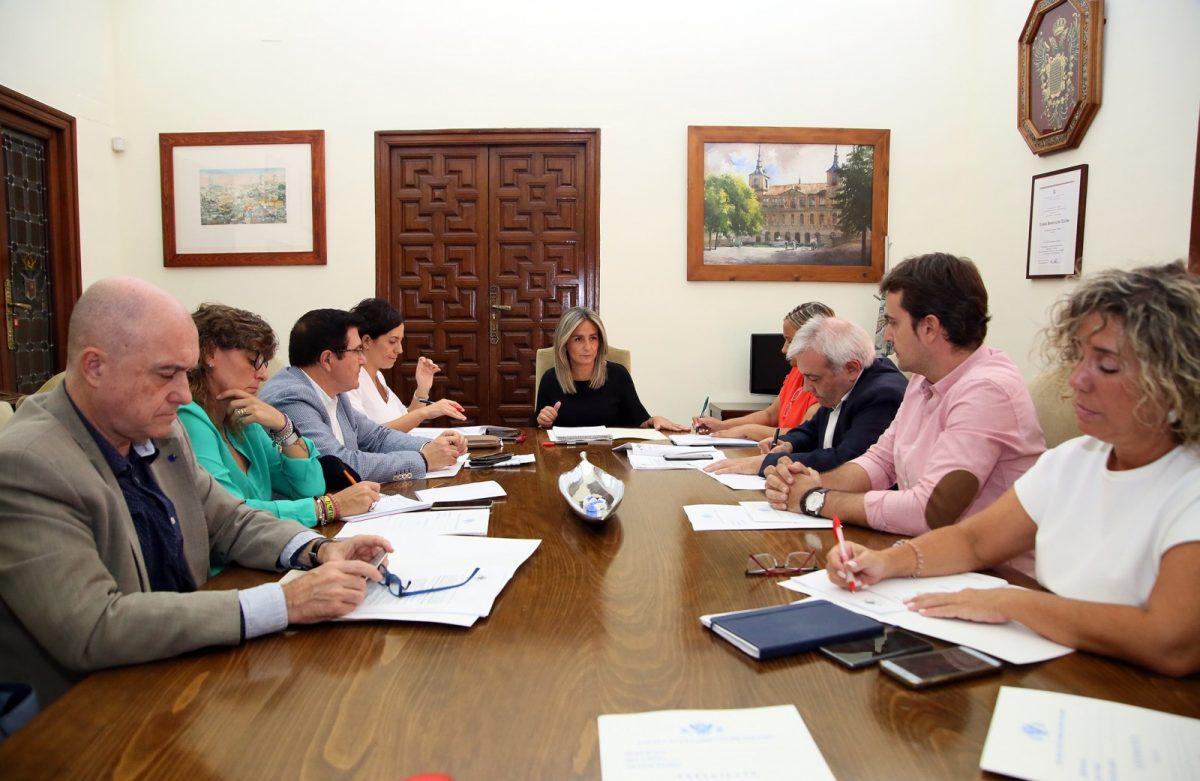 http://www.toledo.es/wp-content/uploads/2019/09/01_junta_gobierno-1200x781.jpg. La Junta de Gobierno del Ayuntamiento autoriza renovar cinco vehículos patrulla de la Policía Local