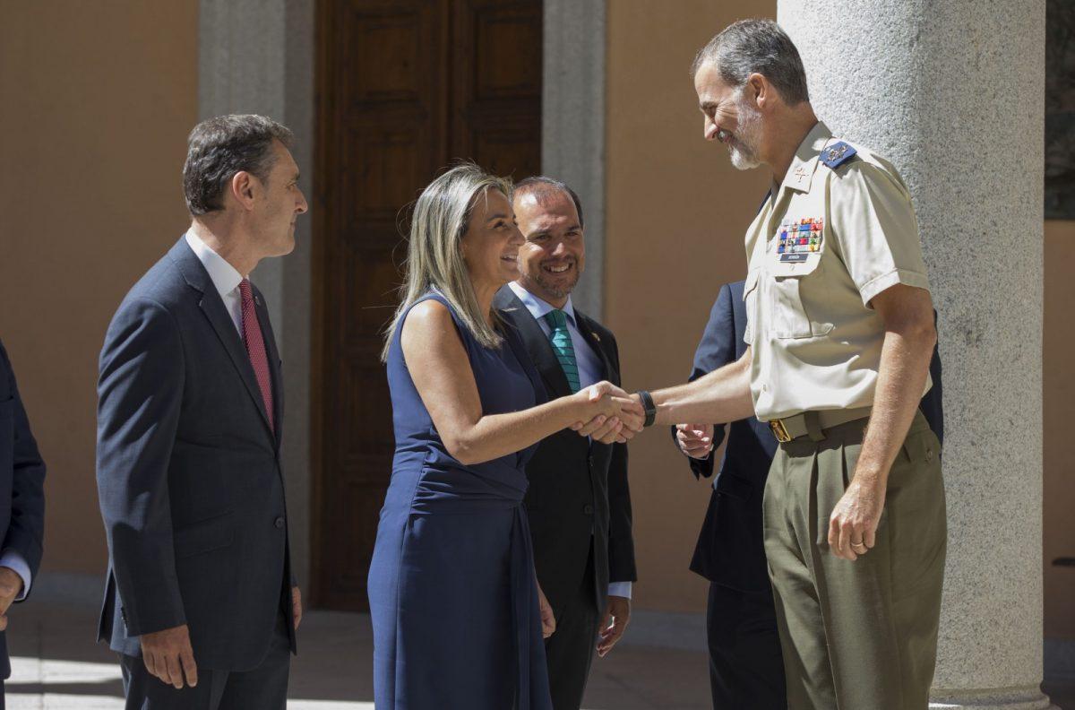 http://www.toledo.es/wp-content/uploads/2019/09/01_visita_rey-1200x792.jpg. Milagros Tolón asiste a la recepción de Su Majestad el Rey Felipe VI en el Museo del Ejército