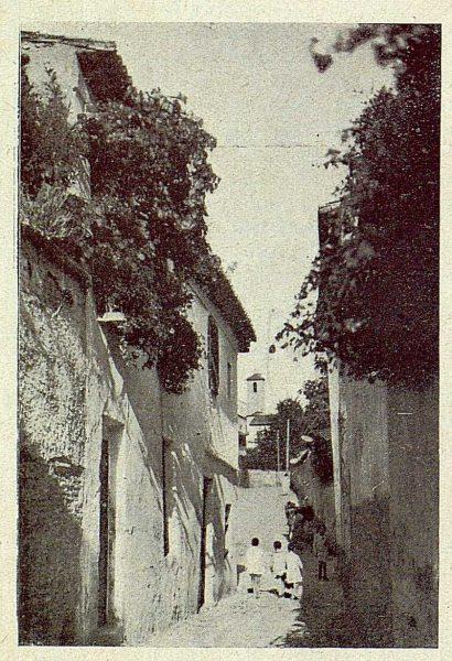 020_TRA-1930-283-284-Granada, el Albaicín, callejuela-Foto Milhos
