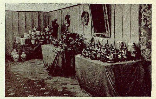 021_TRA-1929-269 - Exposición Regional de Bellas Artes e Industrias, Sinagoga de Santa María la Blanca, cerámica de Cuerva - Foto Rodríguez