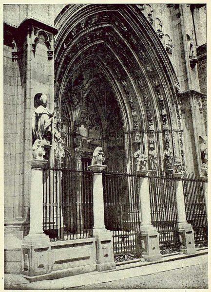 022_TRA-1925-225-Catedral, puerta de los Leones-Foto Rodríguez