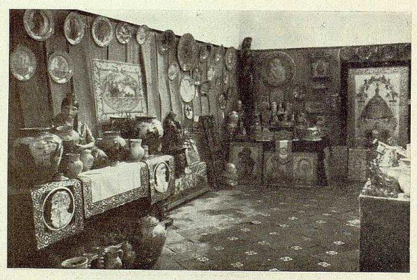022_TRA-1929-269 - Exposición Regional de Bellas Artes e Industrias, Sinagoga de Santa María la Blanca, cerámica de Talavera - Foto Rodríguez