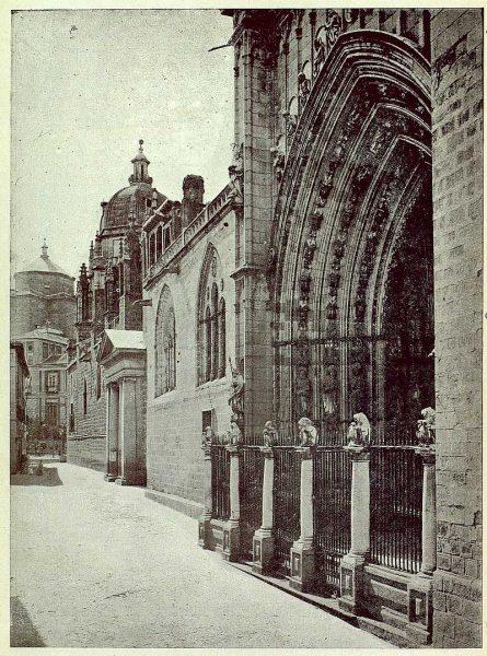 024_TRA-1925-225-Catedral, puertas de los Leones y LLana-Foto Camarasa