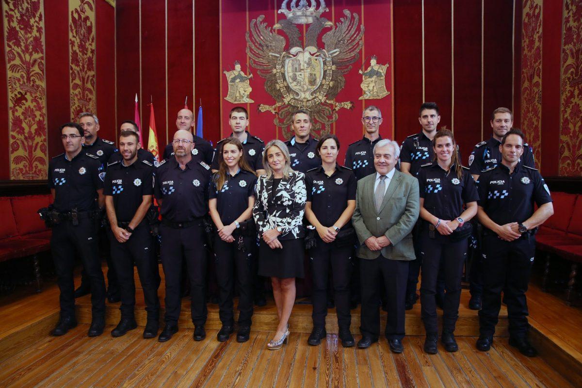 https://www.toledo.es/wp-content/uploads/2019/09/02_reunion_policias_nuevos-1200x800.jpg. La alcaldesa avanza el inicio de diferentes convocatorias para cubrir 57 nuevas plazas de empleo público y 32 más para interinos