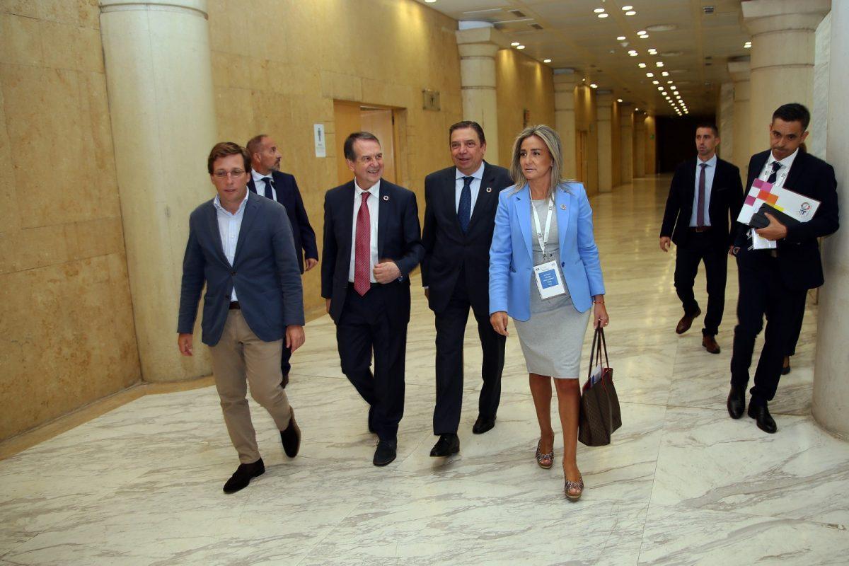 """https://www.toledo.es/wp-content/uploads/2019/09/02_xii_pleno_femp-1200x800.jpg. Milagros Tolón preside el XII Pleno de la FEMP y destaca el papel de los ayuntamientos como """"la parte del Estado más próxima y cercana"""""""