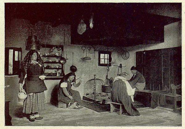030_TRA-1930-281-282-Huesca, valle de Ansó, casa típica