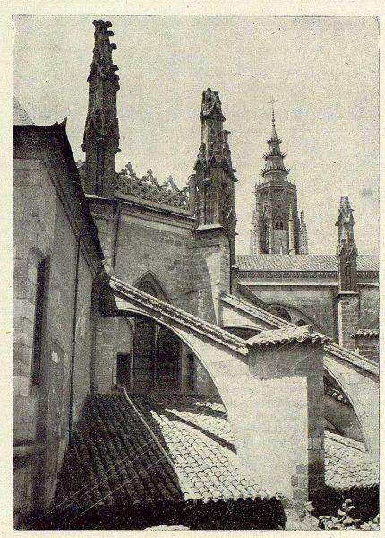 031_TRA-1929-272-Catedral, arbotantes-Foto Rodríguez