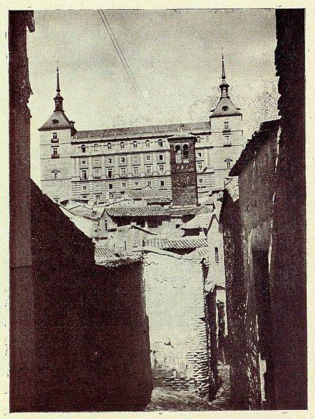 035_TRA-1926-227-Calle de San Miguel, vista del Alcázar-Foto Gálvez