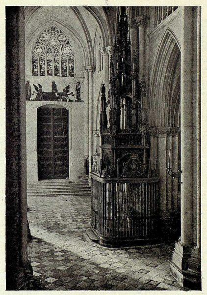 035_TRA-1927-242-Catedral, puerta del Infierno y Capilla de la Descensión-Foto Clavería