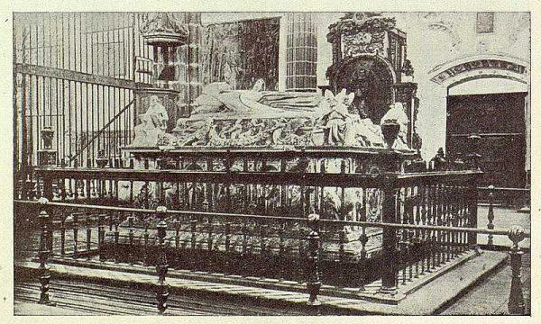 036_TRA-1926-227-Alcalá de Henares, sepulcro del Cardenal Cisneros