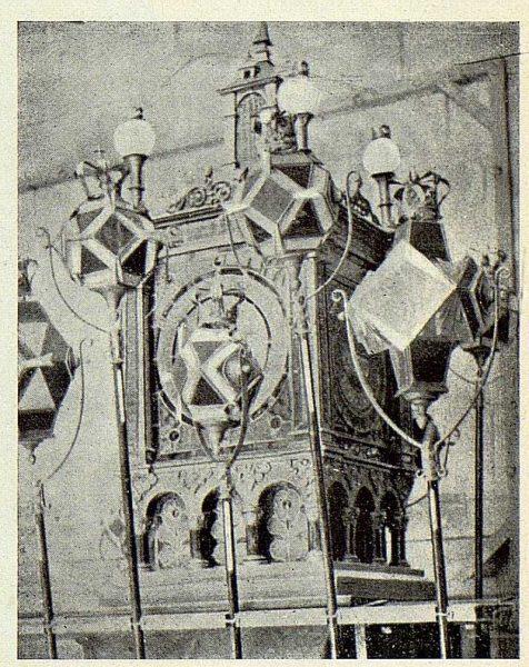 039_TRA-1924-210 - Uno de los misterios con sus avemarías - Foto Goitia