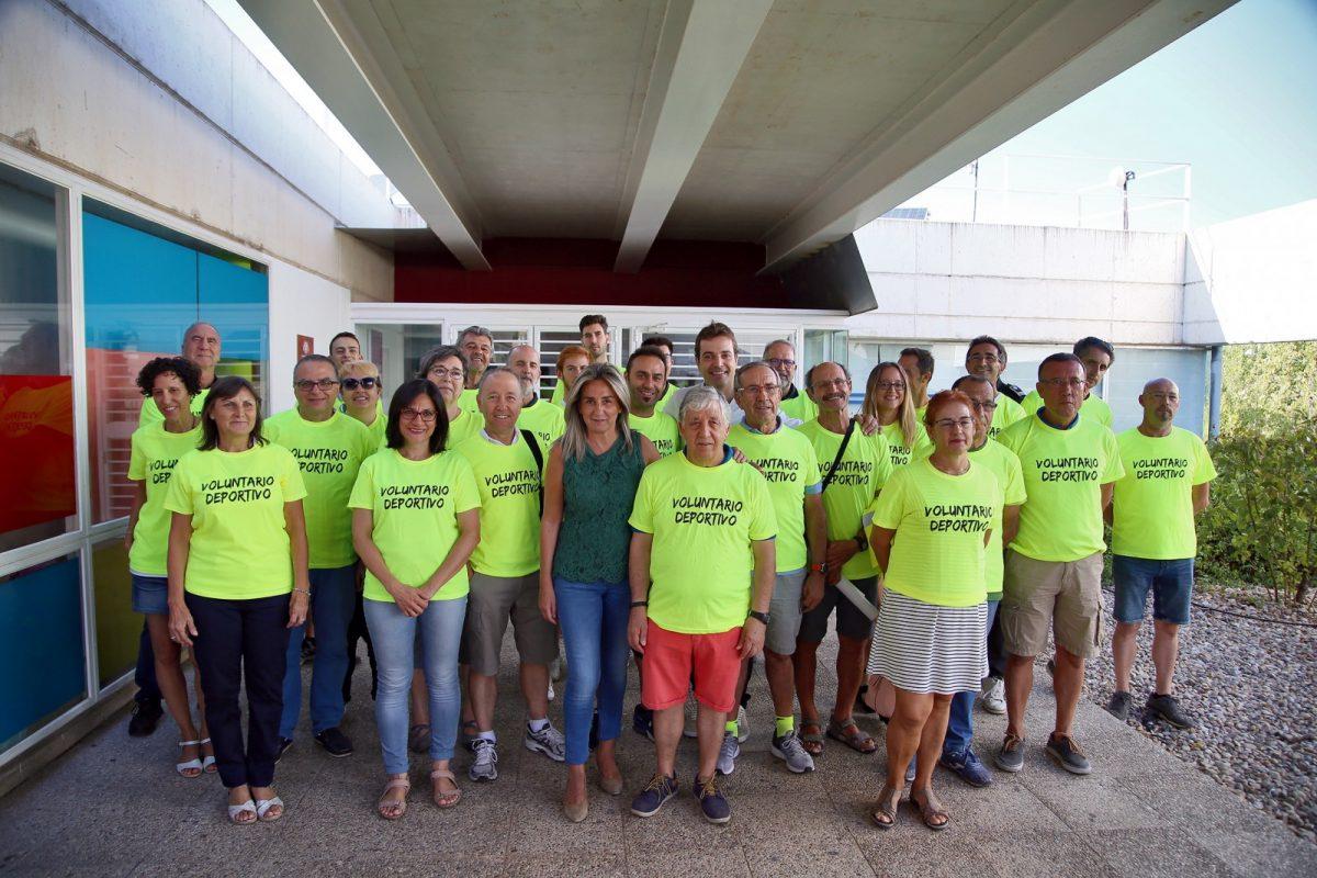 https://www.toledo.es/wp-content/uploads/2019/09/03_voluntarios_vuelta_ciclista-1200x800.jpg. La alcaldesa agradece a los voluntarios de la Vuelta Ciclista a España su colaboración y compromiso con el deporte en la ciudad