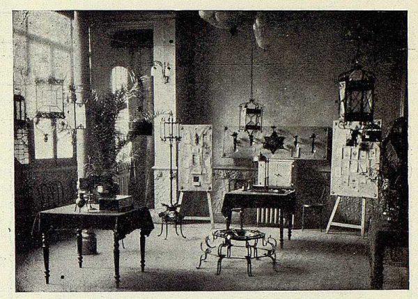 044_TRA-1926-233-Exposición de forja en Palencia de Fausto Ramírez
