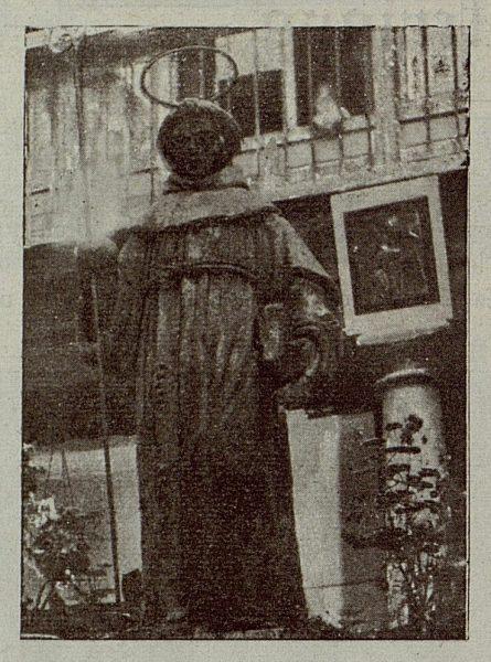 049_TRA-1921-174 - San Bernardino en el patio del Colegio de San Bernardino