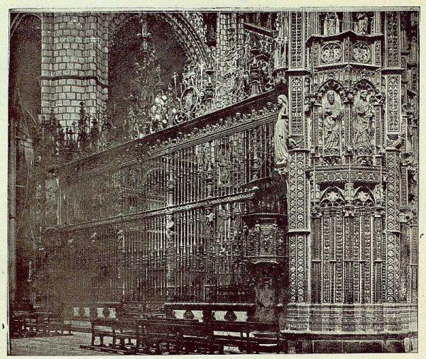 073_TRA-1925-219-Catedral, exterior de la Capilla Mayor