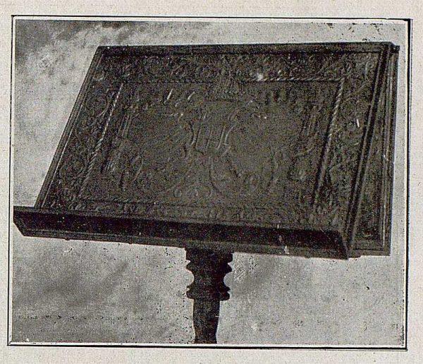 083_TRA-1921-172 - Atril forjado y repujado de Julio Pascual