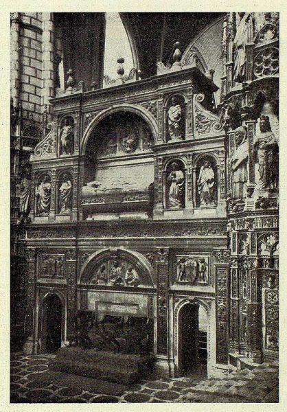 083_TRA-1927-248-Catedral, sepulcro del Cardenal Mendoza-Foto Rodríguez