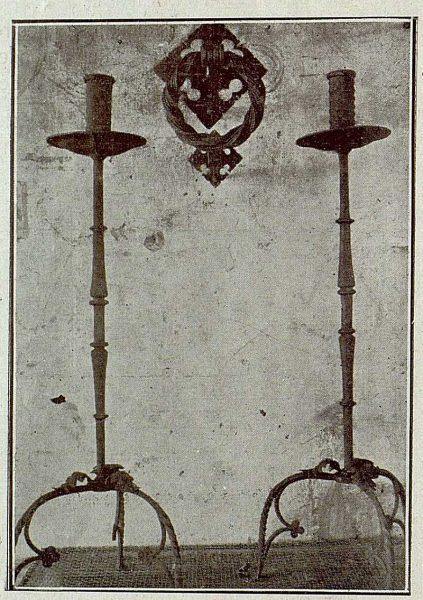 085_TRA-1921-172 - Candeleros y aldabón de hierro forjado de Julio Pascual