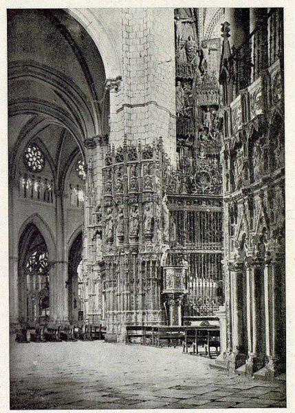 086_TRA-1930-277-Catedral, exterior de la Capilla Mayor-Foto Clavería