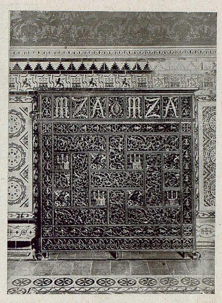 088_TRA-1921-172 - Cubierta de radiador de Julio Pascual - Foto Clavería